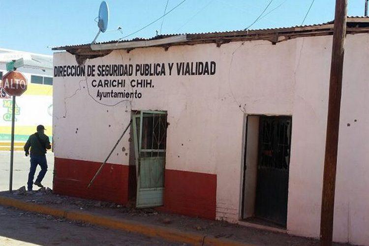 Comando armado ataca humilde comandancia de policía en Chihuahua