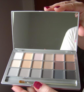 Kryolan Variety V3 Neutral Eye Shadow Compact opened.jpeg