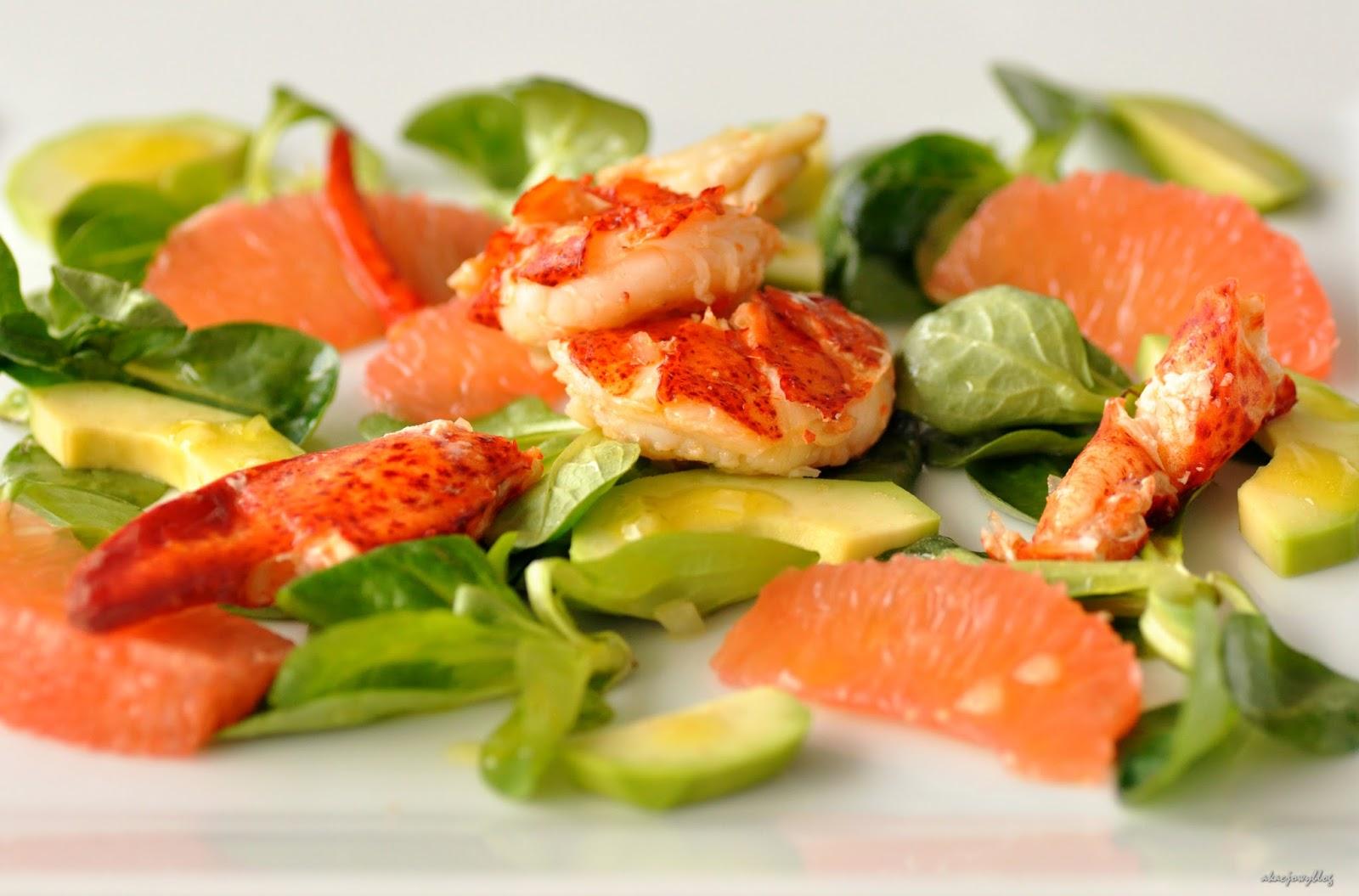 Sałatka z homarem, grejpfrutem i awokado