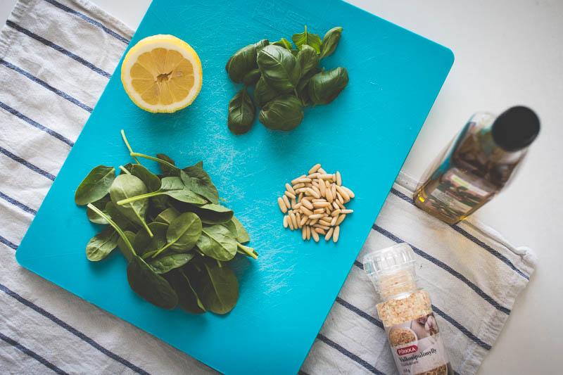 Pinaattipeston valmistat perusaineksista näppärästi 15 minuutissa. Katso blogista resepti!