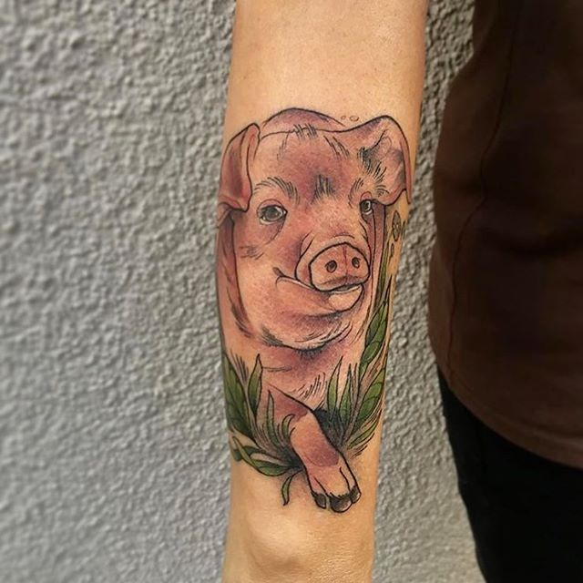 tiny pig tattoo