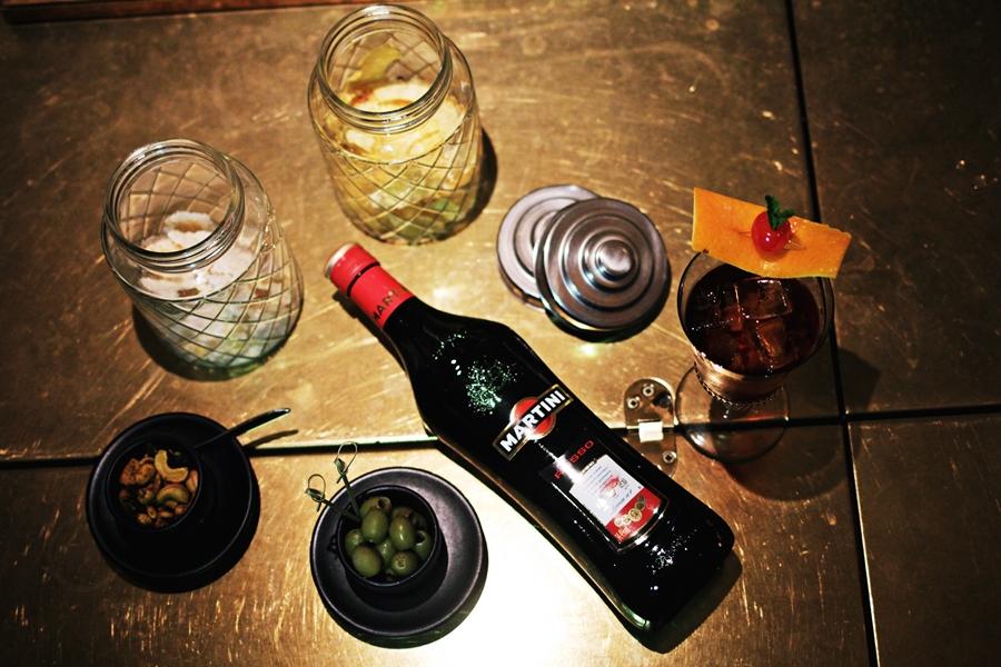 martini italien aperitif drinking