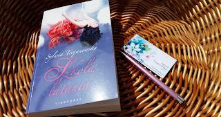 """Dziś jest dobry dzień, by przeczytać """"Szkołę latania"""" Sylwii Trojanowskiej."""