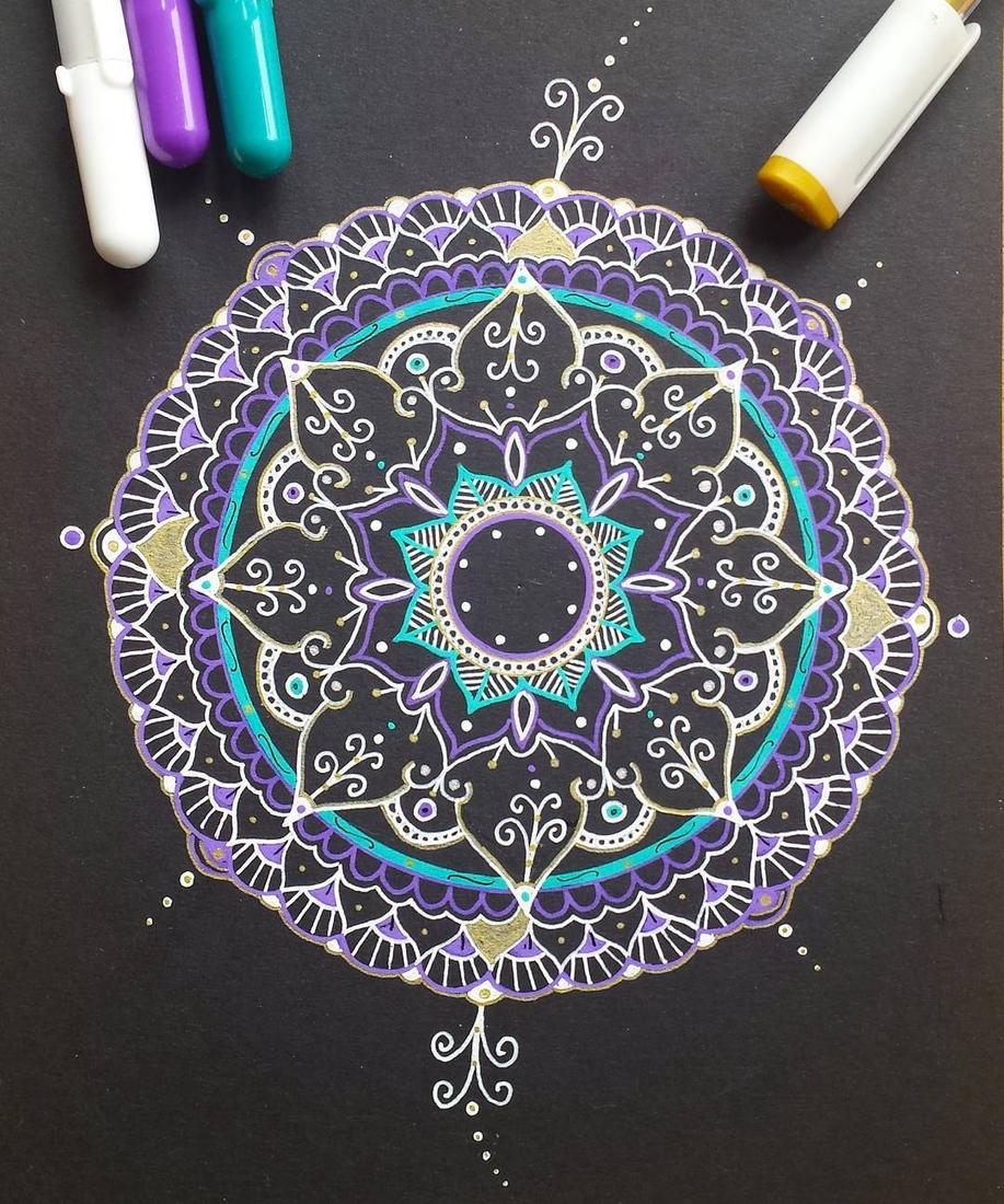 05-Alison-Hand-Drawn-Mandala-Illustration-www-designstack-co