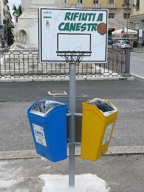 Garbage through the Hoop, Piazza Cavour, Livorno