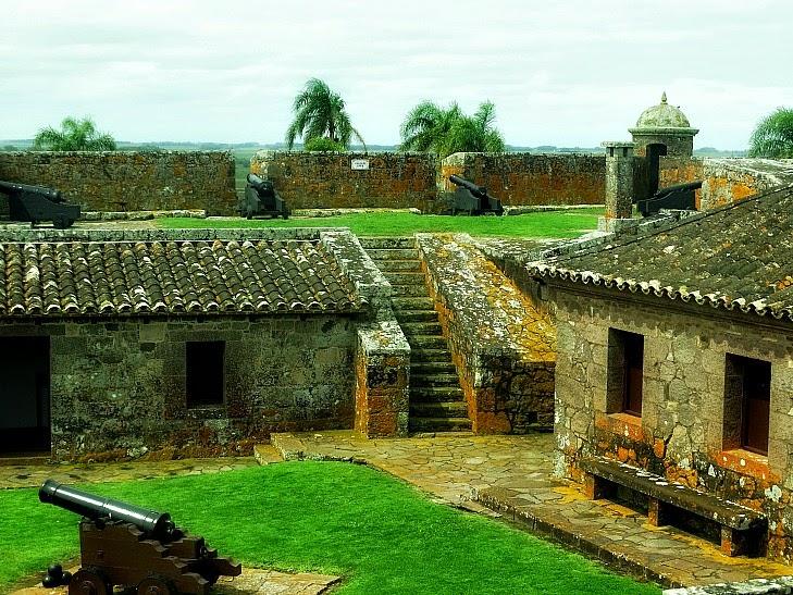 Vista geral do Forte de São Miguel, no Chuy, Uruguai