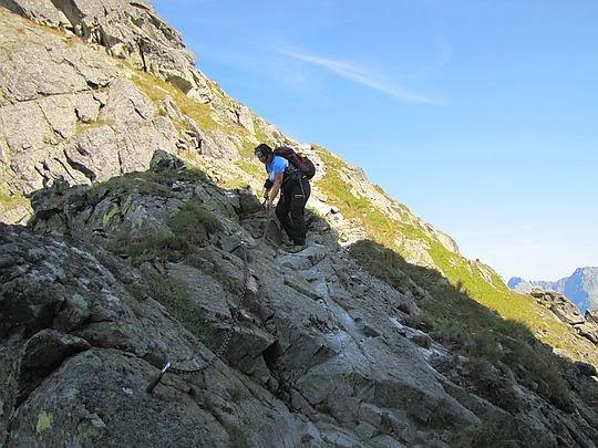 Zejście z Orlej Baszty na Orlą Przełęczkę Niżnią.