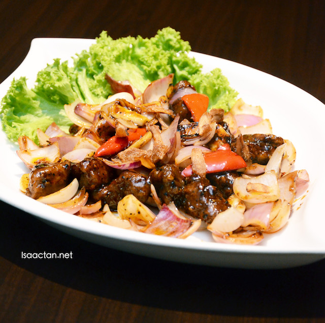 Stir Fried Australia Beef Tenderloin & Shimeiji Mushroom with Homemade Sauce  (RM 35.90)