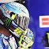 Valentino Rossi memakai Helm New AGV Pista GP R saat di sepang. apik bosss
