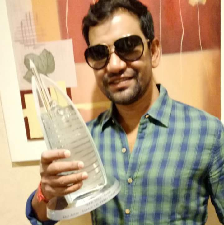 Dinesh Lal Yadav 'Nirahua' Wins Best Actor Award in IBFA 2016