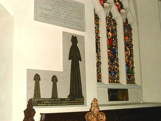 Photograph of Headless children stand alongside a brass of Elizabeth Knolles in St Mary's Church Image by David Brewer released under Creative Commons BY-NC-SA 4.0