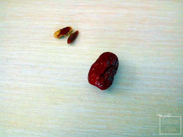Chińskie daktyle, czyli jujuba, głożyna pospolita, chinese dates, red dates, mało znane azjatyckie owoce i rośliny owocowe. Wygląd, smak, opis.