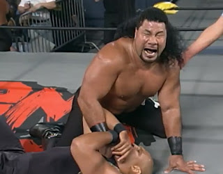 WCW World War 3 1997 Review - Meng puts the Tongan Death Grip on Ernest Miller