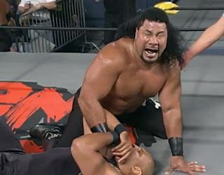 WCW World War 3 1997 Review - Meng puts the Tongan Death Grip on Ernest Miller