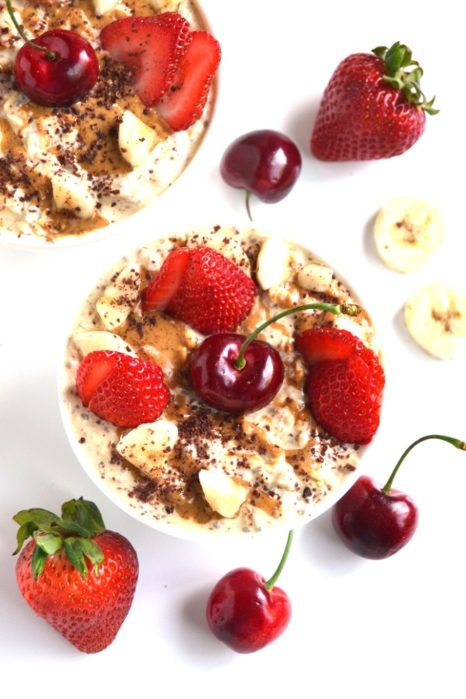 Banana Split Overnight Oats taste like your favorite dessert but are made healthy with oats, Greek yogurt, almond cashew butter and fresh fruit! www.nutritionistreviews.com