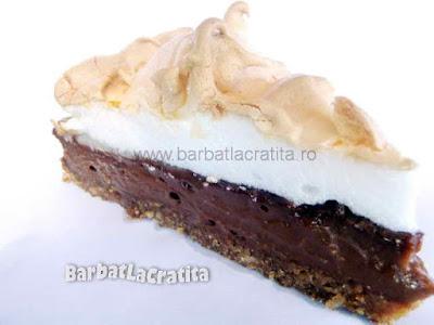 Felie de tort cu bezea si crema de ciocolata (imaginea retetei)