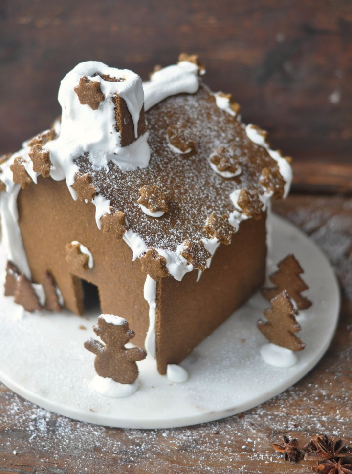 easy-peasy recipe for a gluten free Gingerbread House
