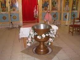 Δείτε τι φόρεσε ο κόσμος στη βάπτιση και ακύρωσε ο Αρχιμανδρίτης την τελετή! [photo]