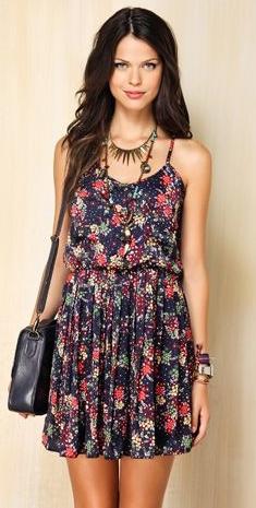 vestido-floral-rosa-sun-verão-dicas-roupa-look-saida-encontro-romantico-fofo-conquistar-gato-ideias-looks-moda-verão-rosa-fofo-cute-tumblr-menina-fofa-fofo-coquete