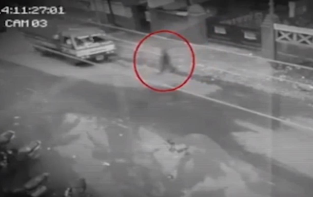 """На Філіппінах на камеру зняли """"привид пішохода"""""""