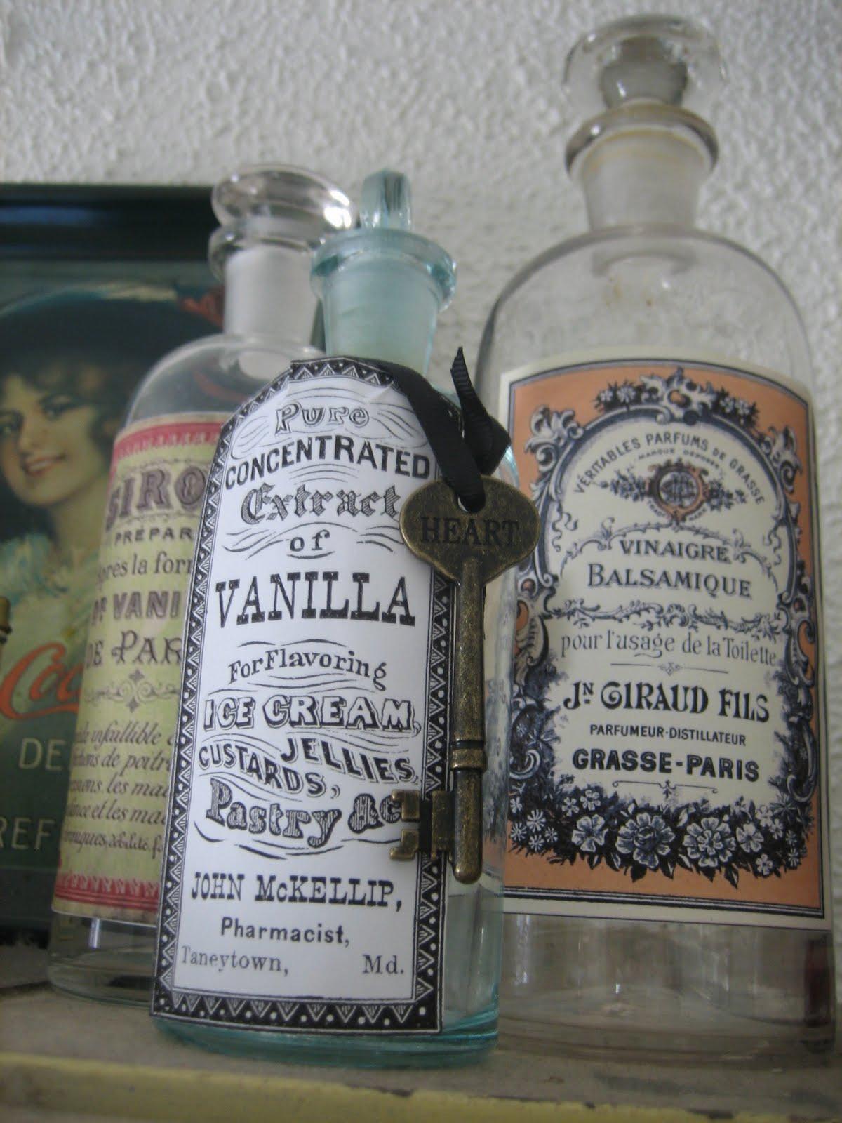 Wonderful Le Beau Paon Victorien: Vintage Apothecary Bottles EJ02