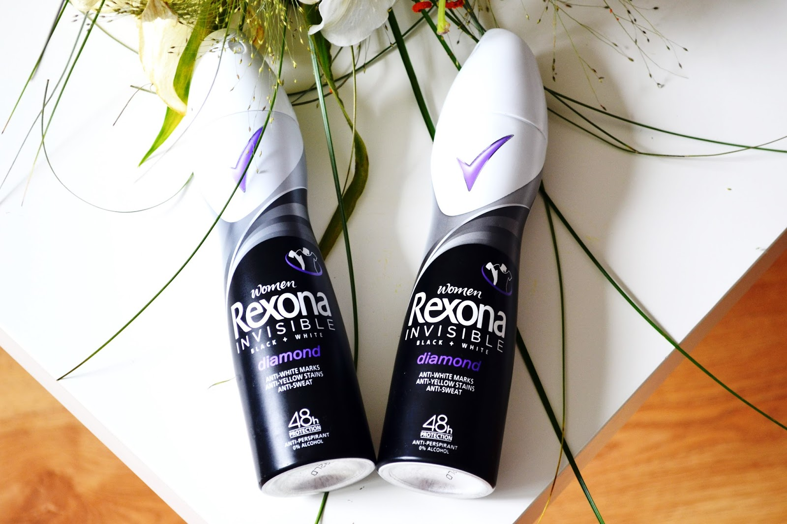 REXONA ANTYPERSPIRANT INVISIBLE BLACK AND WHITE