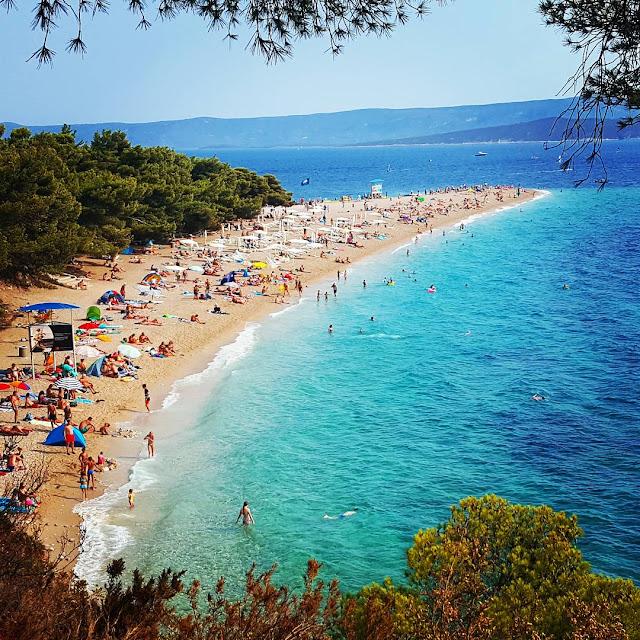 Zlatni Rat, Bol, Brac, Brac Adası, Bol adası, V şeklindeki plaj, Hırvatistan gezi, Bol adası gezi, hızlı feribot, Adriyatik, adalar, dalmaçya kıyıları, en ünlü plajlar, dünyanın en güzel plajı, nereye gitmeli, feribot saatleri, split adaları ulaşım, split, balkanlar gezi, balkanlar vizesiz ülkeler, otel tavsiye, hırvatistan gezi rehberi, çocukla seyahat, gezi