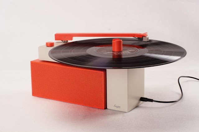 future tech news : This new portable Turntable with a Detachable Bluetooth Speaker