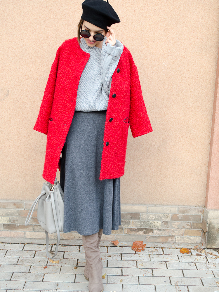 fahion blogger diyorasnotes beret paris style grey monochrome outfit red coat