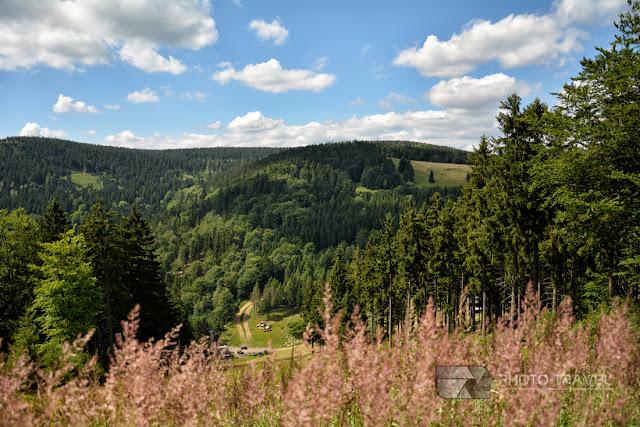 Przełęcz Jugowska w Górach Sowich. Szlaki i atrakcje turystyczne