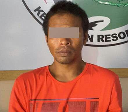 Coki tersangka narkoba di Madina yang ditangjap saat menghisap ganja di areal kuburan.