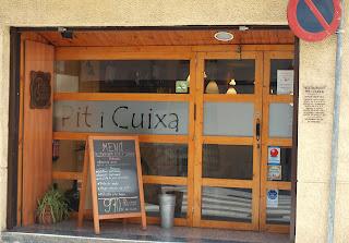 fotografia de la entrada del restaurante Pit i Cuixa en Sabadell