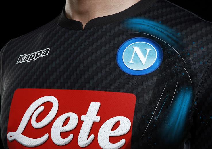 Napoli presentó una camiseta alternativa Kappa para la temporada 2017/18