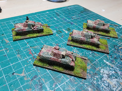 Panther tanks with zimmerit and without picture 2