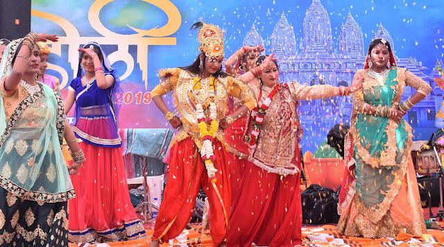 Pilgrims play Holi in the Holi festival of Shri Siddhada Ashram.