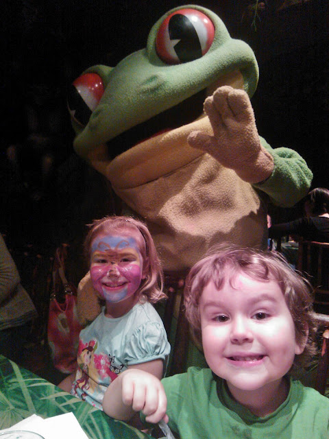 Top Ender and Big Boy at the Rainforest Cafe