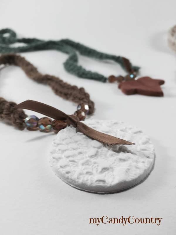 Bijoux fai da te in Fimo con impronta di vecchi centrini