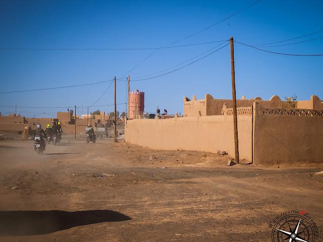 saliendo por las calles de Merzouga