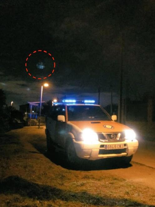 UFO che sorvola una macchina della polizia in Spagna