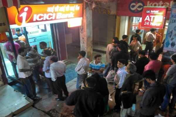 chennai-news-long-queue-outside-atm-scuffle-in-people