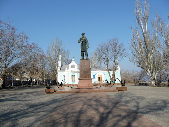 Николаев. Памятник адмиралу С. О. Макарову