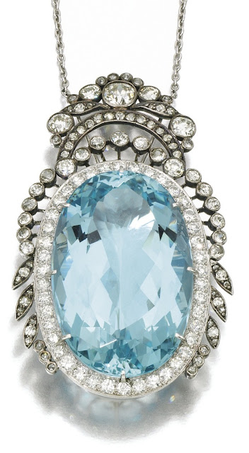 An Art Deco / Edwardian aquamarine and diamond pendant from 1910
