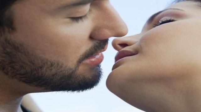 Alasan Ilmiah Kenapa Kepala Miring ke Kanan Saat Berciuman - DUTA ... 4c40d3ac3f