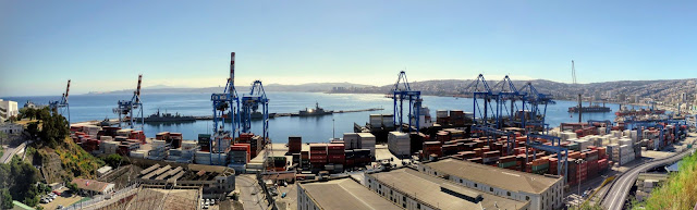 Panoramic view over Valparaíso port