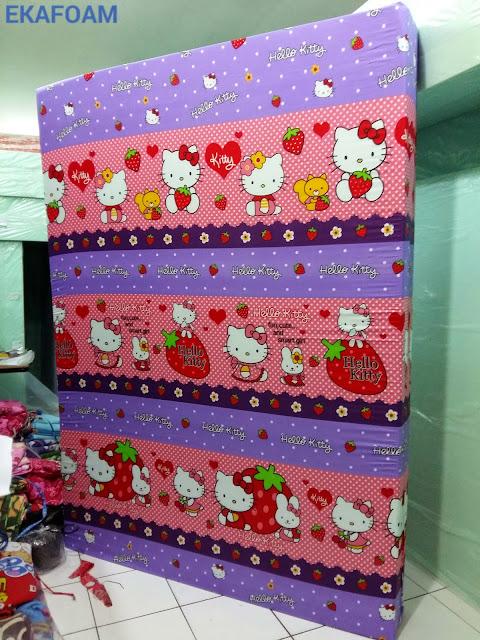 Kasur inoac motif helokitty ungu strawberry
