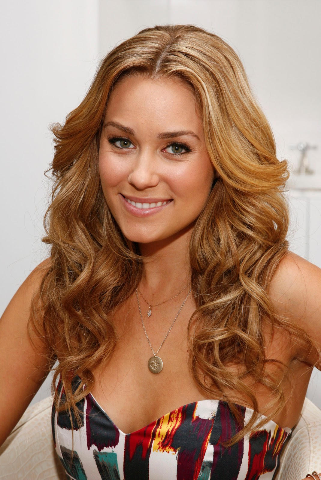 Celebrity Blonde Medium Length Hairstyle Picture