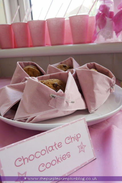Folded Nappy Napkin Snack Holders for a Baby Shower at The Purple Pumpkin Blog