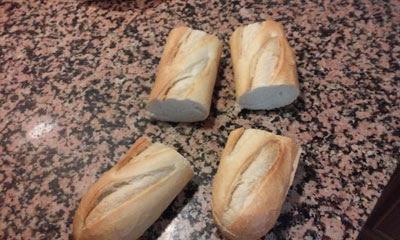 cortamos el pan para los paninis