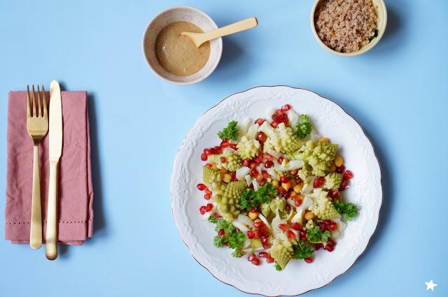 assiette végétale salade chou romanesco pois chiche grenade vegan manger sain