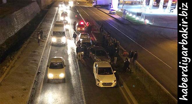 Çarıklı'da 4 aracın karıştığı zincirleme kazada 3 kişi yaralandı